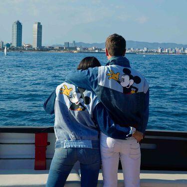 Desigual invita a sus clientes a visitar Barcelona desde el mar