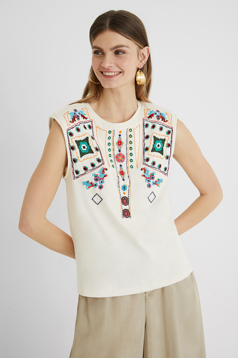 Sleeveless T-shirt embroidered
