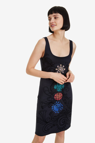 Slim-fit dress with mandalas Coque