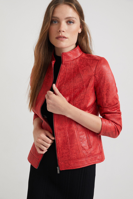 Het flatterende slim fit silhouet van dit jack met opstaande kraag en ritssluiting valt extra op door de ...