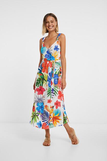 Langes, geblümtes Strandkleid