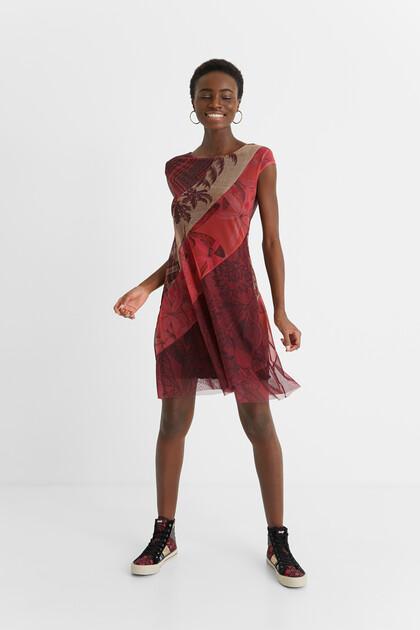 Rozkloszowana sukienka średniej długości