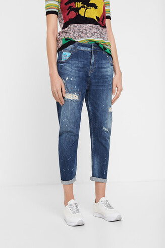 Cropped jeans oriental decorations