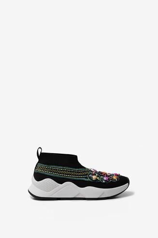 Slip-on sneakers met etnische inspiratie