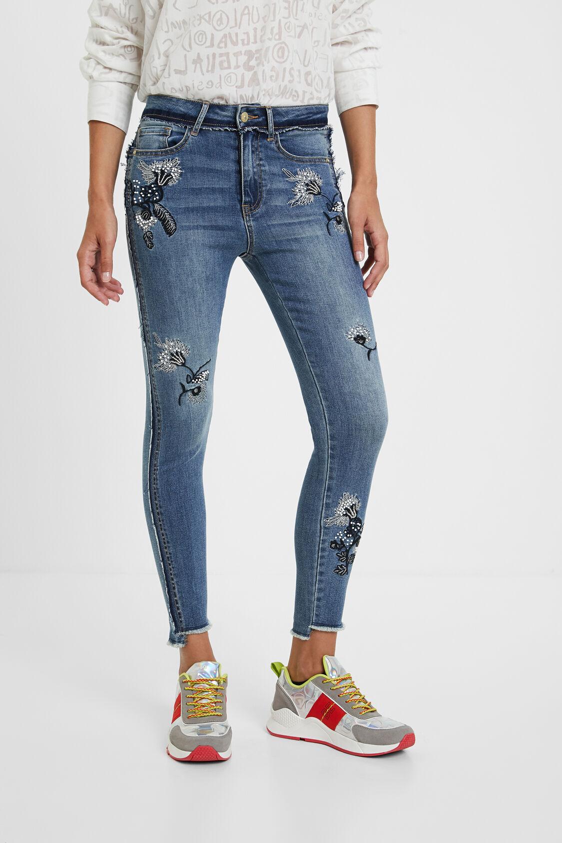 skinny jeans mit aufgestickten blumen