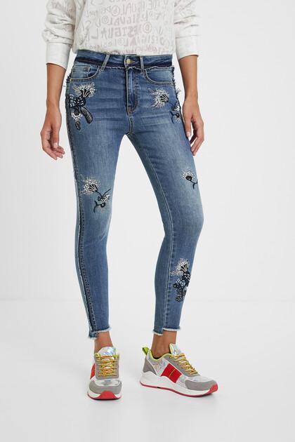 Skinny jeans met geborduurde bloemen