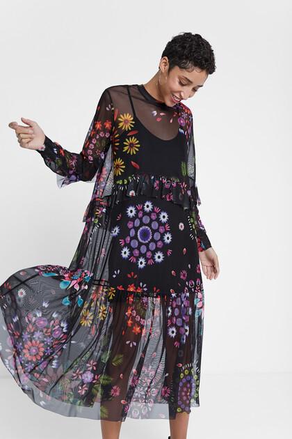 Lange jurk met twee lagen en gebloemde tule