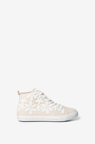 Sneakers with floral crochet