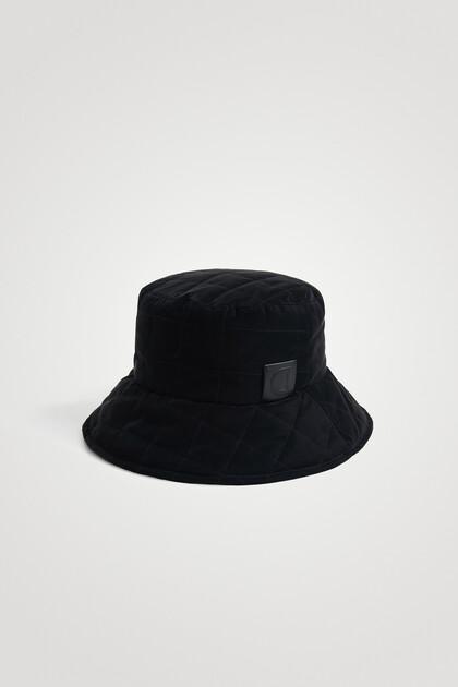 Capitonné rain hat