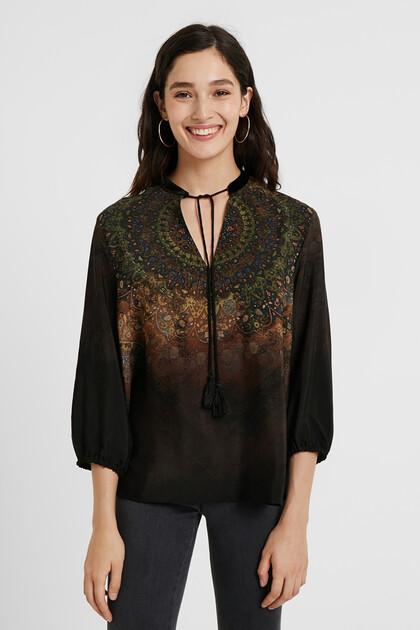 Gemusterte Bluse mit Dreiviertelärmeln