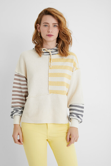 Hooded sweatshirt stripes