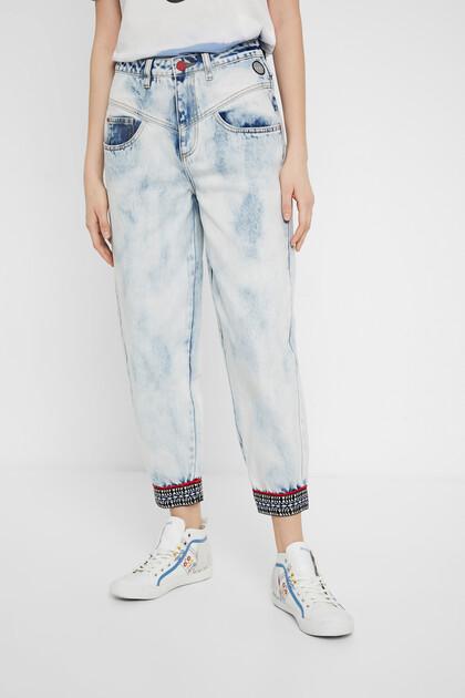 Pantalon en jean mum délavé
