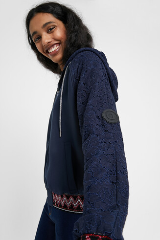 Jacket embroidered sleeves with hood