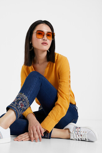 Jeansy rurki do kostki w etnicznym stylu