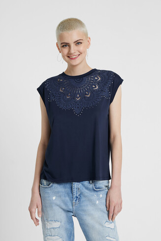 Embossed short sleeve T-shirt