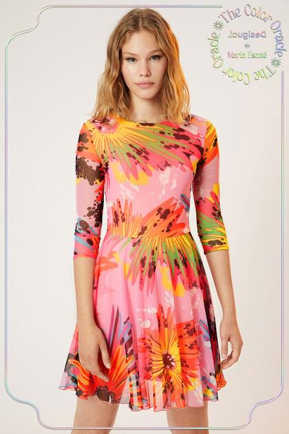 Korte jurk met driekwartmouwen