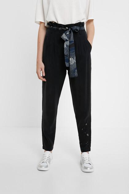 Geplooide broek met sjaal