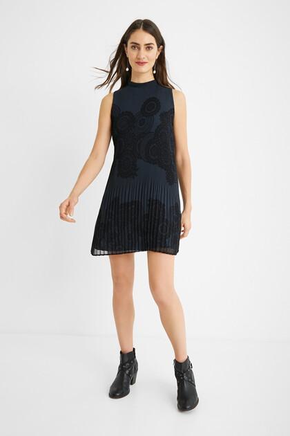 Korte geplisseerde jurk