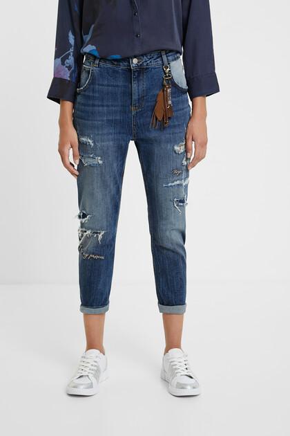 Spodnie dżinsowe o kroju boyfriend z rozdarciami
