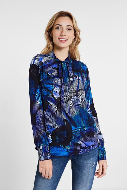 Blusa com estampado de mandala galáctica