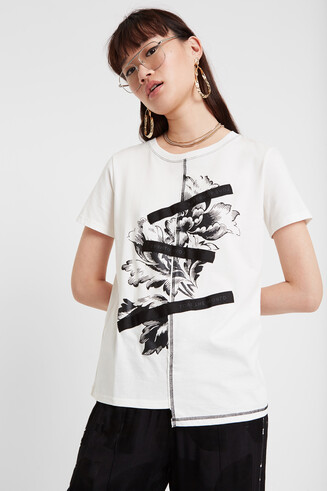 T-shirt with floral design and patch