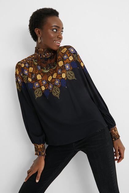 Viskose-Bluse mit hohem, gerafftem Kragen