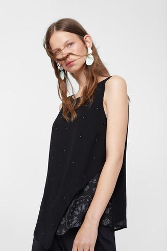 Asymmetric Hindu blouse