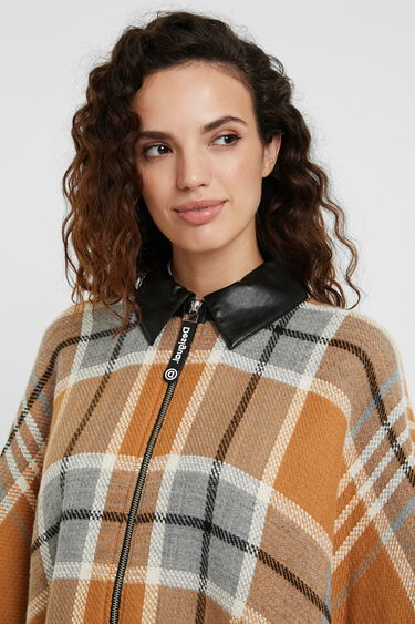 Collar and zipper plaid poncho | Desigual