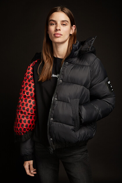 Short padded hooded jacket