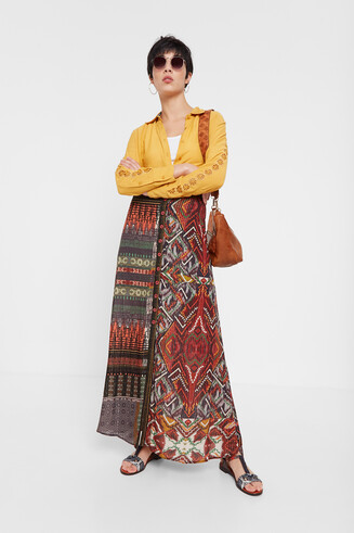 Buttoned ethnic skirt