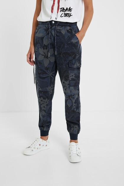 Spodnie-bojówki z kwiecistym nadrukiem moro