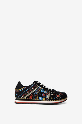 Exotic embroidery running sneakers