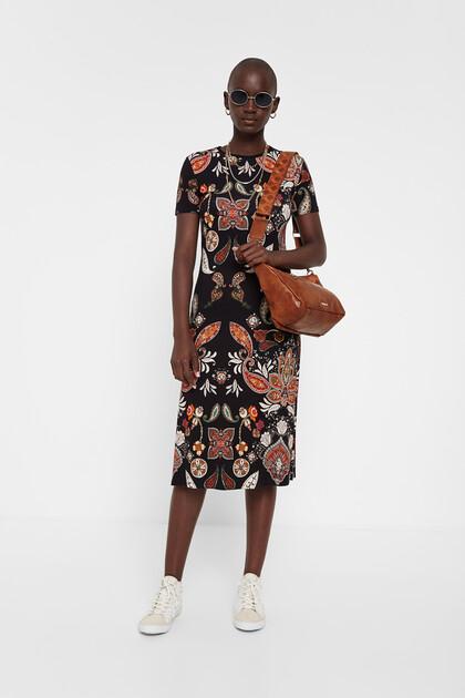 Sukienka średniej długości z nadrukiem paisley