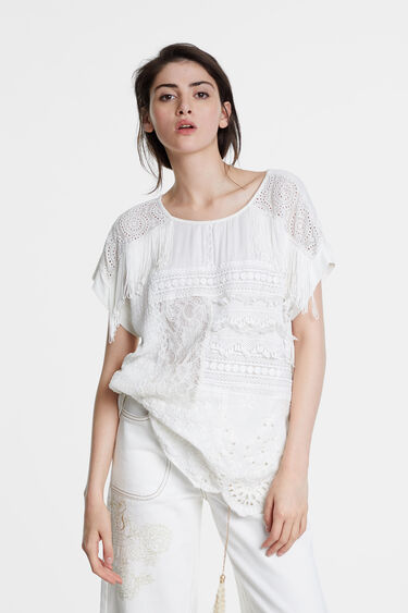 Blouse with patch of crochet and lace | Desigual