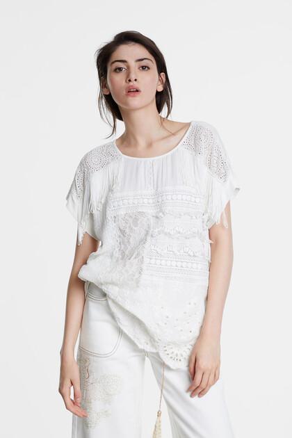 Blusa com patchwork de croché e renda