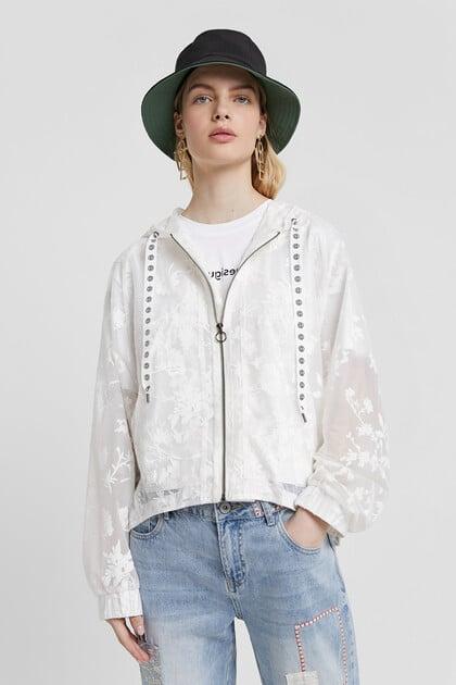 Casaco floral semitransparente com capuz