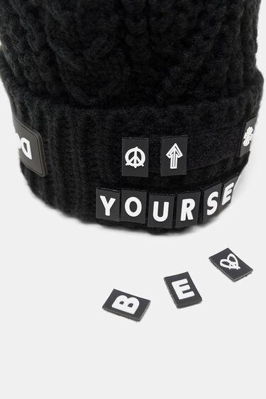 Tricot cap removable letters   Desigual