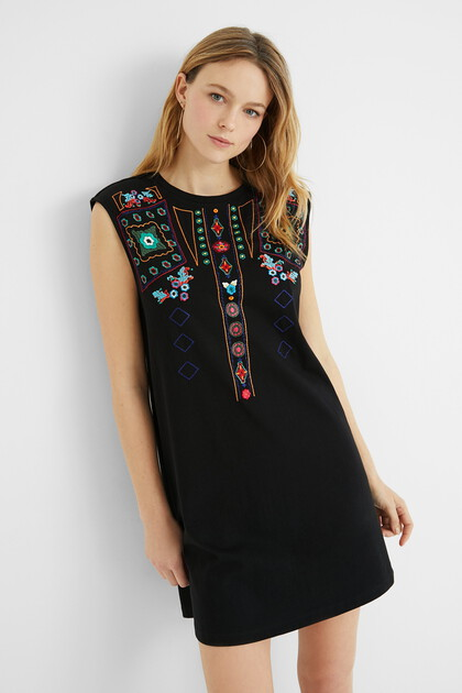 Short sleeveless boho dress