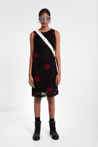 Wielowarstwowa sukienka szydełkowa