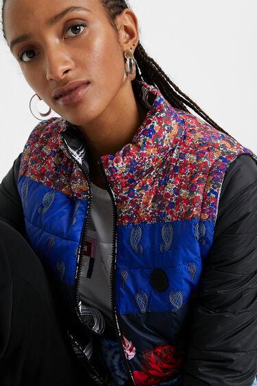 Casaco eco-friendly acolchoado patchwork de estampados | Desigual