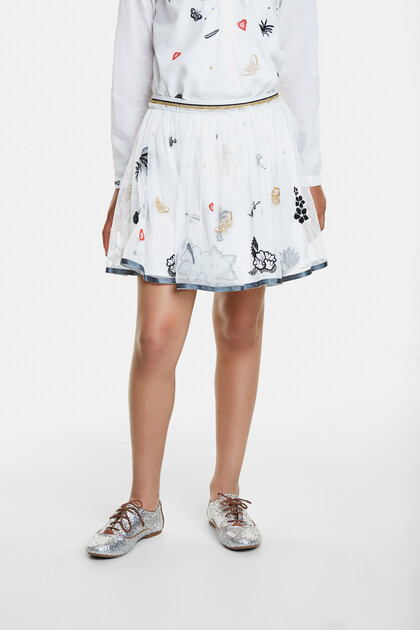 Skirt with embroideries and tulle