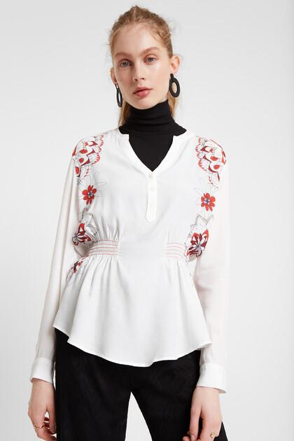 Blusa ajustada cuello pico