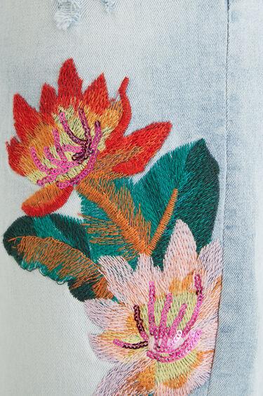 Embroidered denim shorts | Desigual