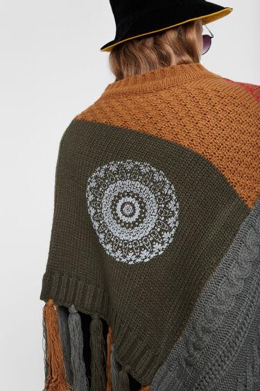 Knit mandalas poncho | Desigual