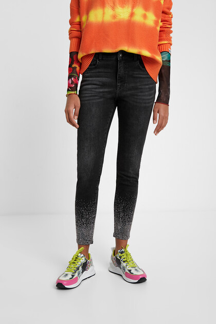 Skinny jeans with bright beads