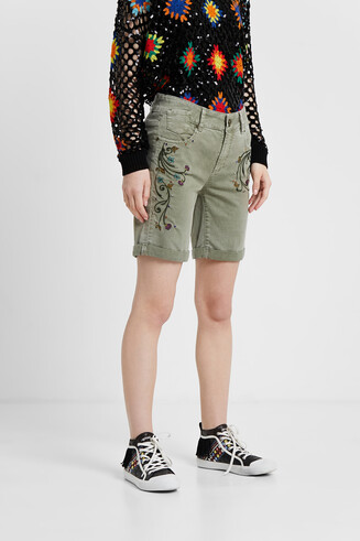 Floral embroidery short trousers
