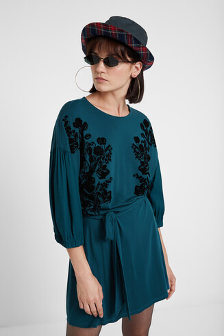 Dress with belt and 3/4 sleeve