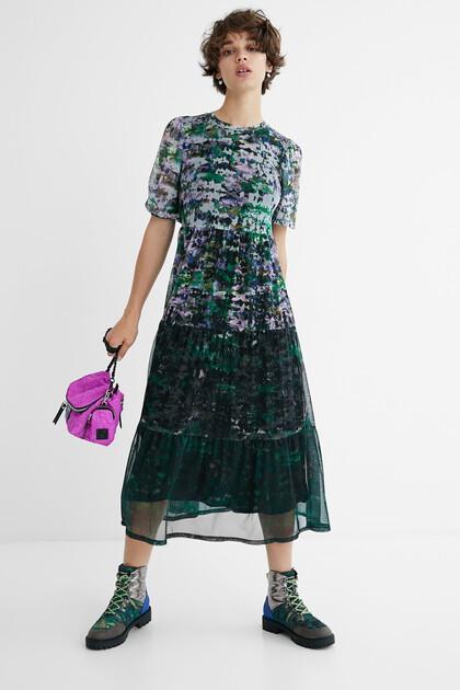 Sukienka średniej długości z falbankami