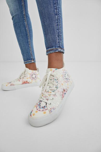 Halfhoge sneakers met kant en tie-dye