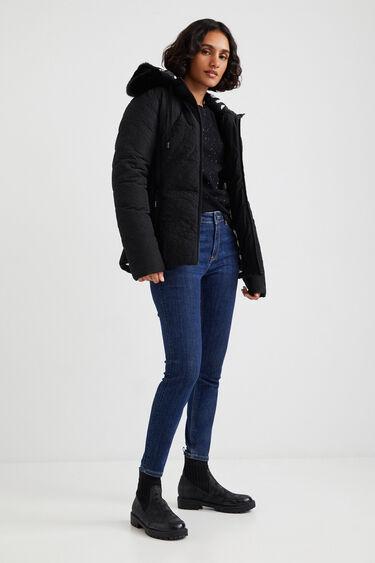 Jacke im Slim Fit mit Steppkapuze | Desigual
